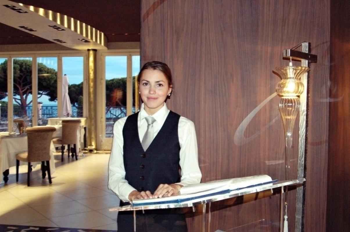 В рыбный ресторан, в центре Киева требуются девушки на вакансию ХОСТЕС