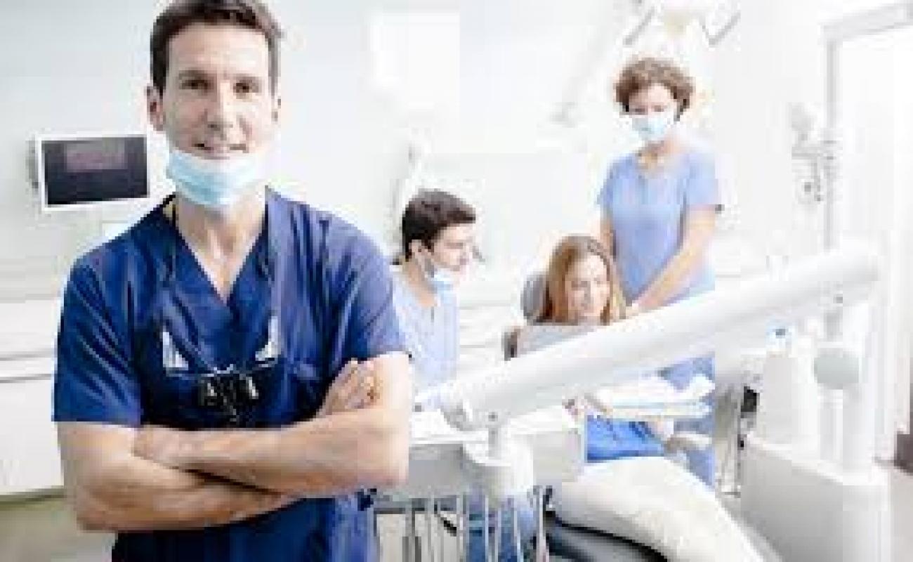 Для стоковой фотосъемки в стоматологии срочно нужны модели с идеальной улыбкой либо брекеты